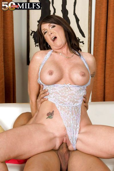 Mature hottie in lacy leotard lingerie Honey Ray getting cum all over her face - part 2