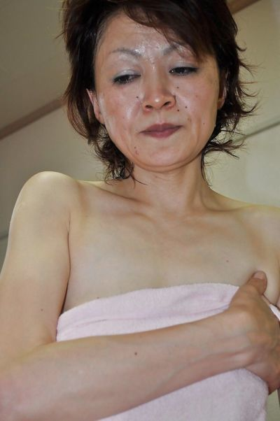 Mature asian lassie Takako Kumagaya gets booped after shower