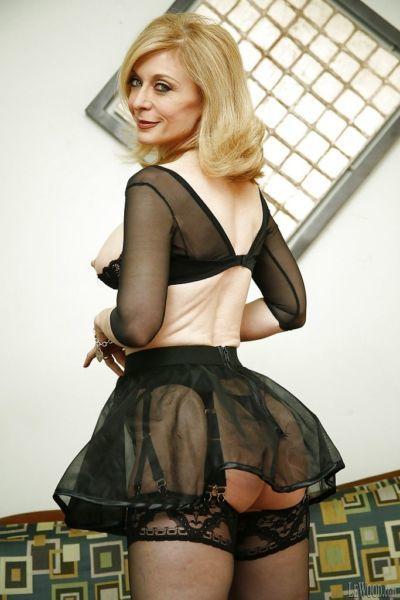 Mature pornstar in awesome lingerie Nina Hartley impresses her fans