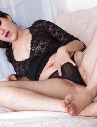 Peludo Maduro modelo Stacey Stax Mostrando off su peludo las axilas