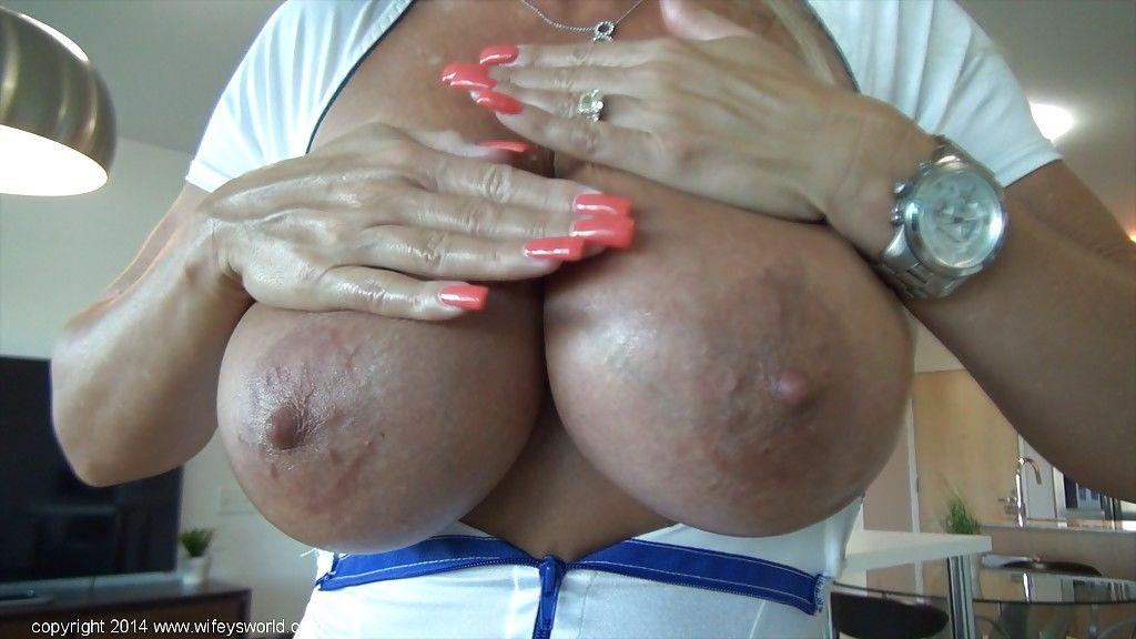 Big tits housewife Sandra Otterson reveals her mature big tits
