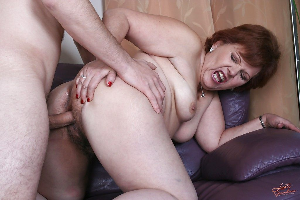 Порно со зрелыми женшиеами