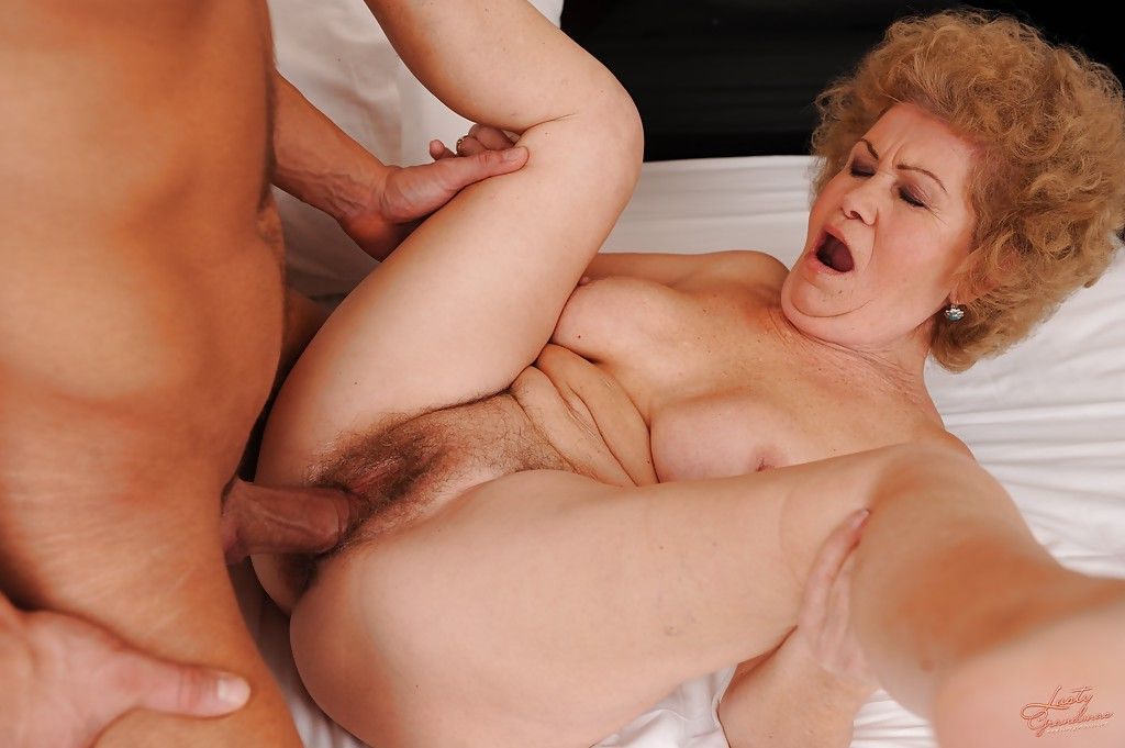 Старые дамы хотят секса в москве