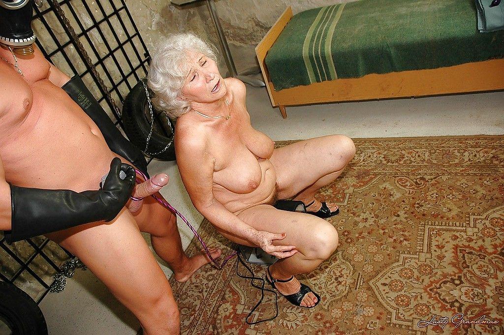 Лесбиянки старухи с секс машинами
