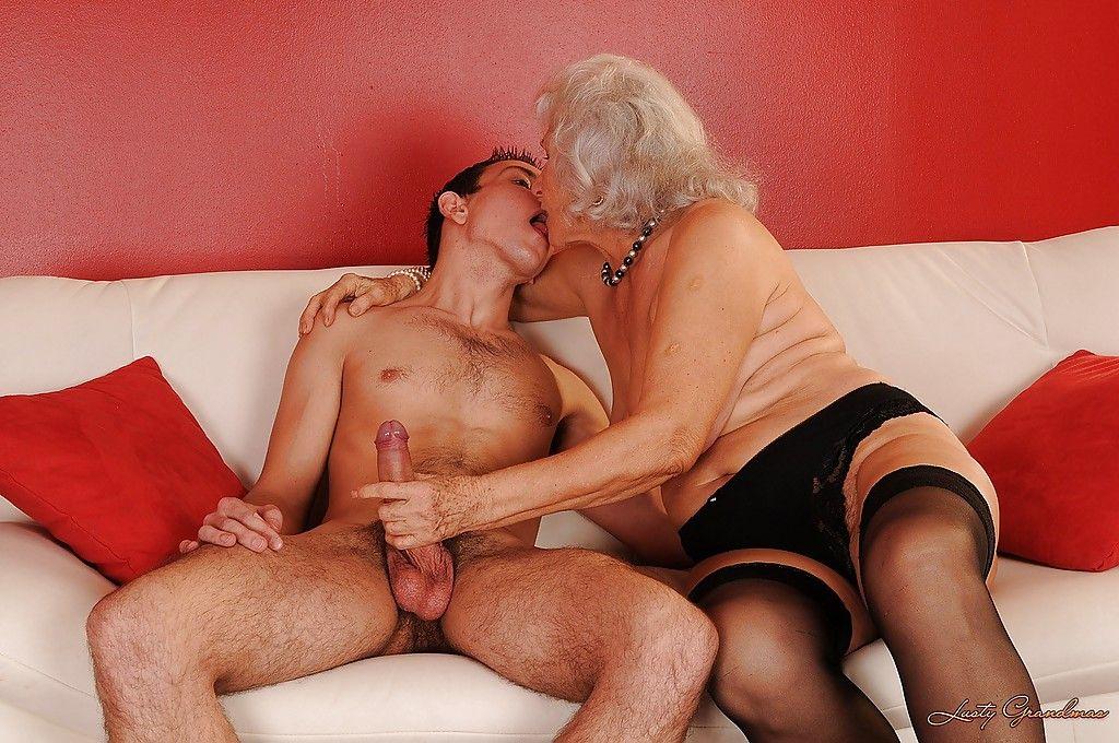 Пожилые красотки с молодыми парнямифото