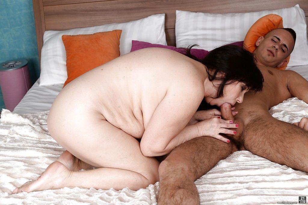 Fat brunette granny Tilda jerking off and sucking cock for cumshot