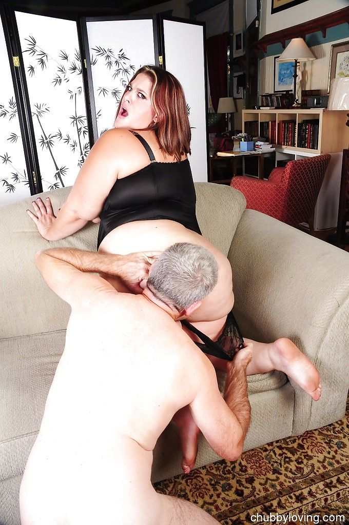 Fatty mature slut Erin giving a blowjob and getting fucked doggystyle