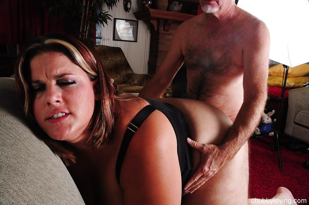 Fatty mature slut Erin giving a blowjob and getting fucked doggystyle - part 2