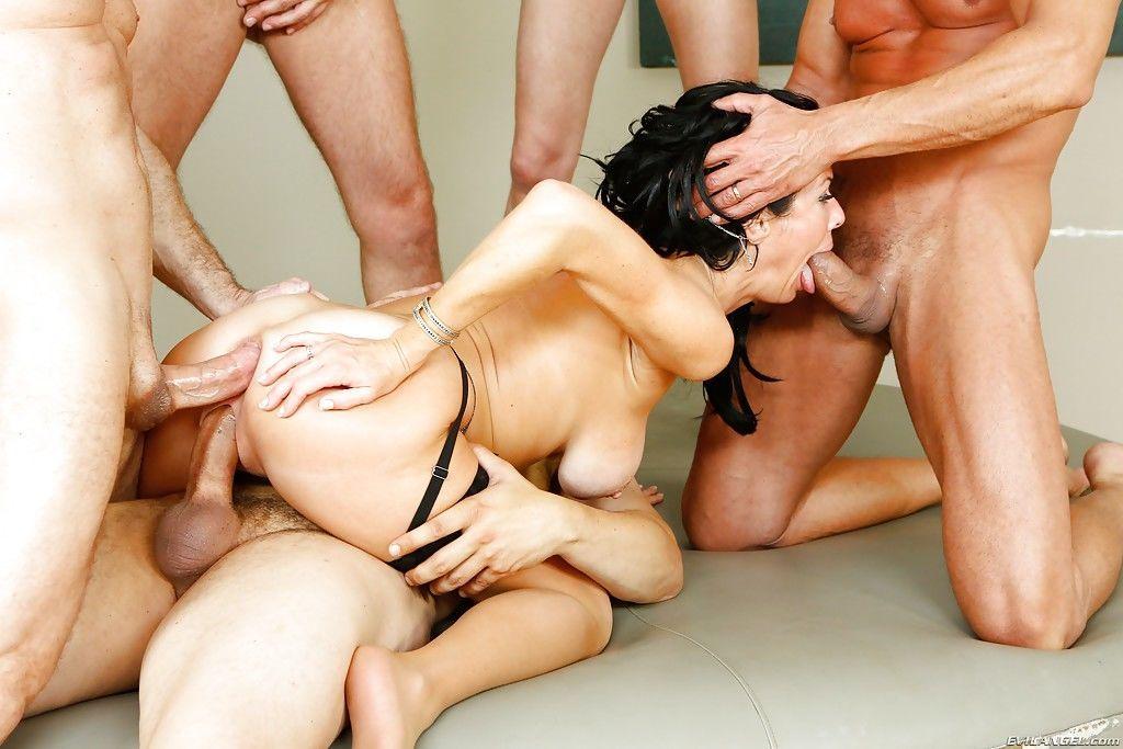 Порно Группа Зрелые Жестко