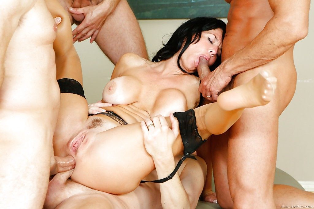 First mmf threesome story