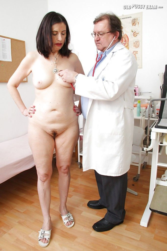 Mature brunette getting examed and pissing in the gyno office