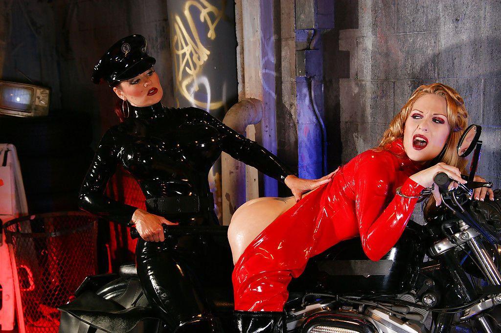 Hot lesbians in latex Aradia & Charlotte E make some fetish action
