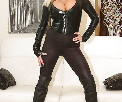 Superb blondie Michelle Thorne is..