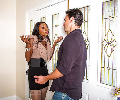 Ebony milf Diamond Jackson gets..