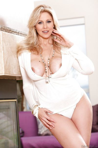 Busty mature bombshell Julia Ann unveils her huge melons and her twat