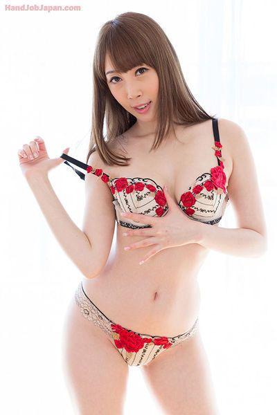 Tatlı Japon Kız ile Güzel göğüsleri Verir bu En İnanılmaz Handjob