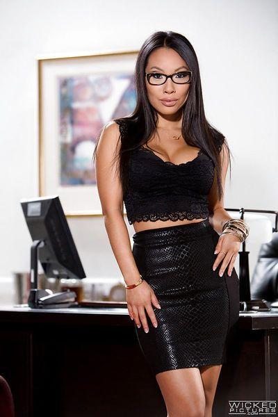 चश्मा पहने एशियाई एकल लड़की आसा अकीरा अनावरण प्रसार पॉर्न स्टार चूत