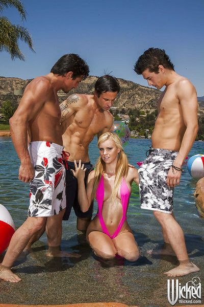 Foxy latina babe Jessie Rogers gets blowbanged by three guys outdoor