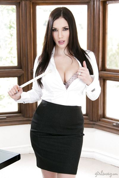 Big titted MILF Veronica Rodriguez in heels spanks schoolgirl Jelena Jensen