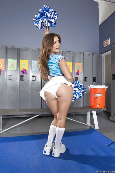 Sexy cheerleader Jynx Maze strips and shows off amazing booty