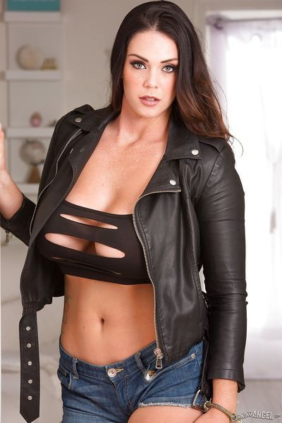 Thick brunette model Alison Tyler loosing large all natural melons