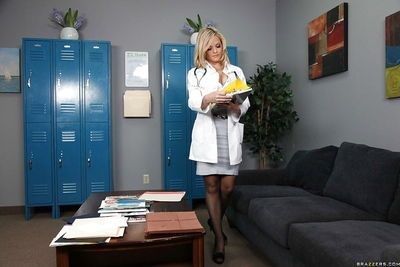 Blonde Alexis Texas with big tits has sex in a doctor
