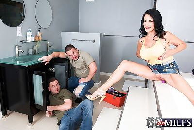 Dark haired cougar Rita Daniels seduces the male plumbers for a MMF threesome