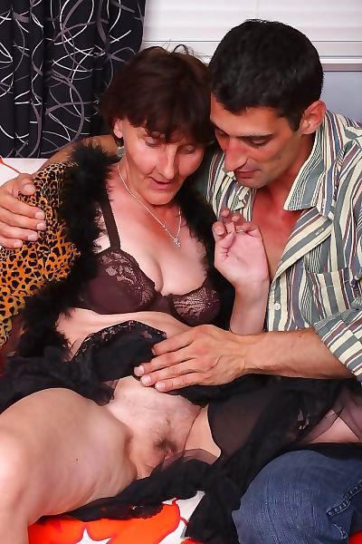 Very nasty granny stephanie fucking her old wrinkled pussy - part 649