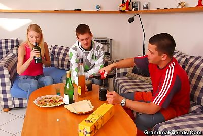 Mature slut drinks with the guys and lets them fuck her hole like she really cra - part 2784