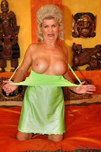 Blonde granny Effie gives a blowjob and gets fucked by a porn veteran