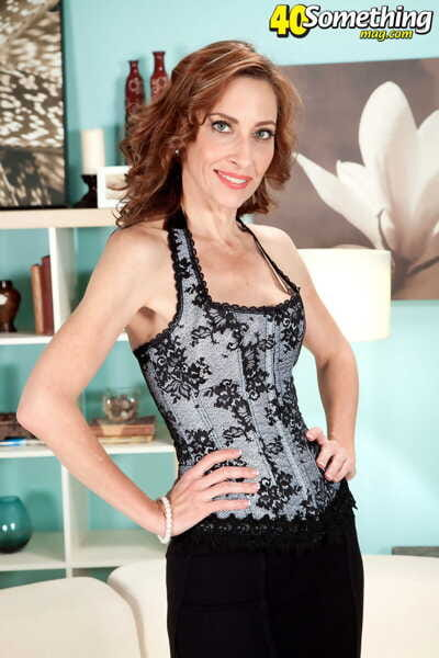 Hot mature lady Betty Blaze has her ass worshiped before sex with younger man