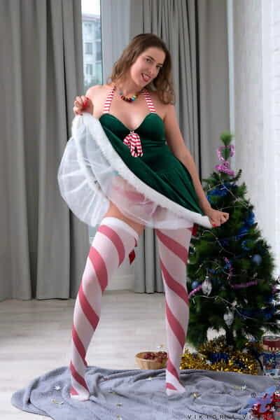 Amateur model Viktoria Vixen peels off Christmas attire to pose in the nude