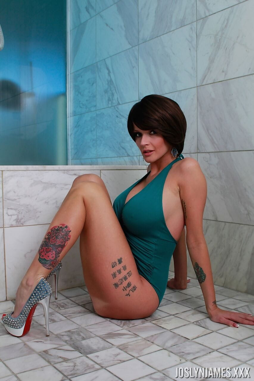 Solo girl Joslyn James gets naked on a bathroom floor in a SFW manner