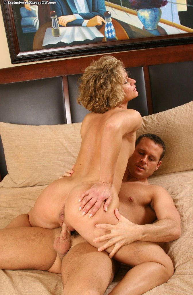 Mature blonde mom Bianca enjoys hardcore fucking and facializing