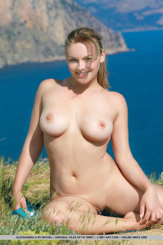 Fichiers adolescent bikini vêtu obtient