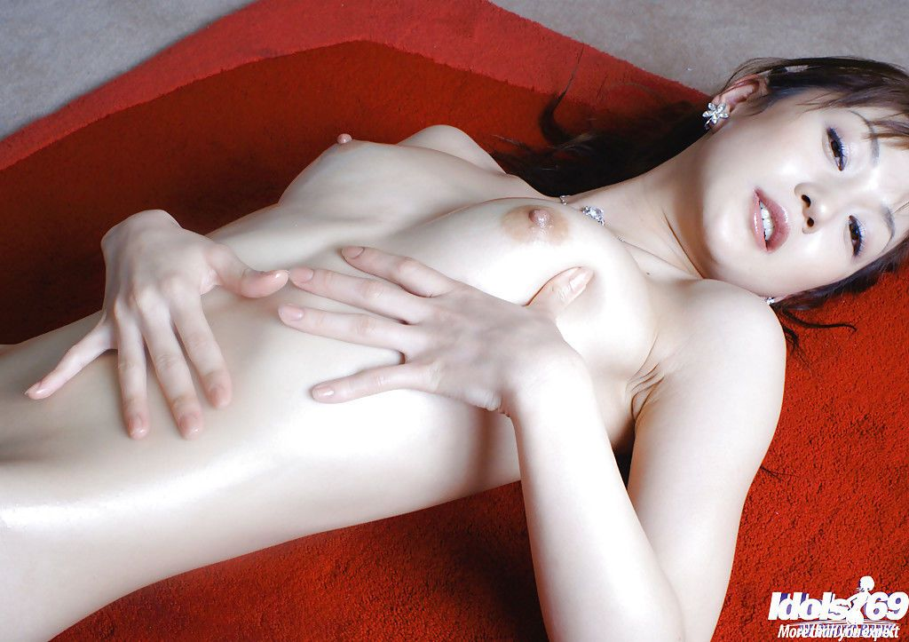 Fuckable asian babe Mako Katase slipping off her wet lingerie