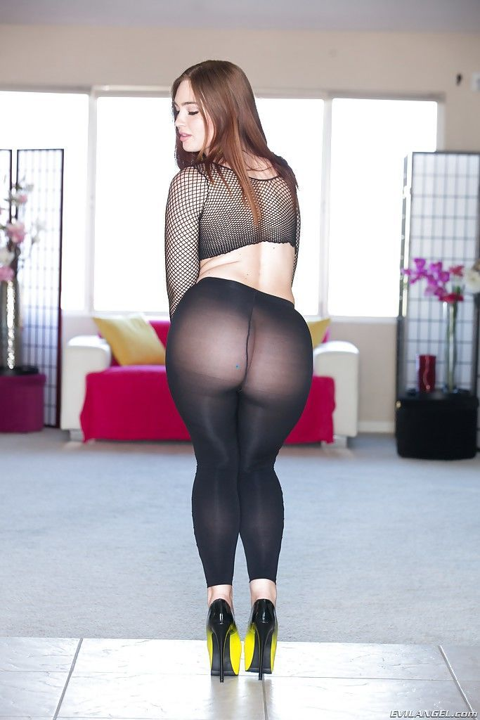 Clothed babe Jodi Taylor shows us her juicy big booty and legs