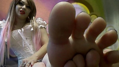 Lick and suck my feets!!!