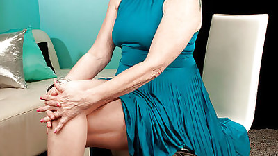 Mature bbw in nylon pantyhose..