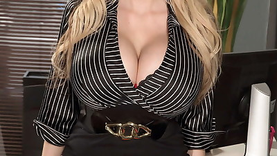 Natural blonde Sandra Star..