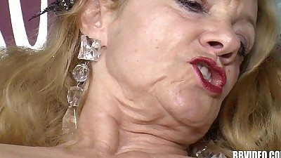 Slutty german milfs share cockHD