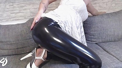 NEUES VIDEO! LATEX-HOSEHD