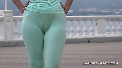Cameltoe while jogging.HD+