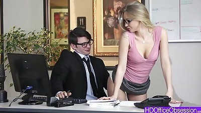 Hot blondie Staci Carr seduces..