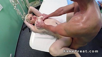 Tattooed blonde babe fucks her..