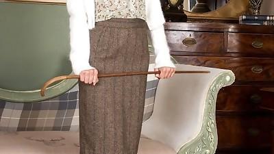 Aged MILF Ms Vanessa Scott strips..