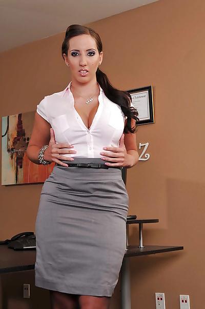 She Is The Boss Assoass 1