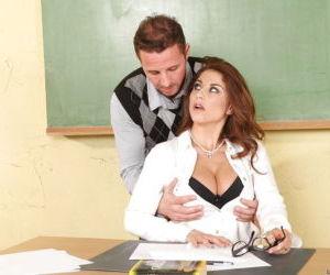 Big titted MILF teacher Roberta Gemma stretches her asshole