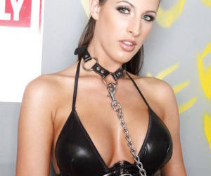 Hot pornstar in pantyhose Kortney Kane exposes her huge..