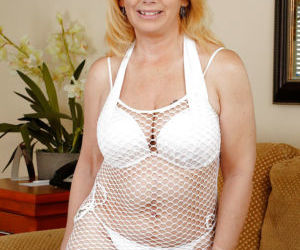 Mature woman Brandie Sweet is showing off her big saggy..